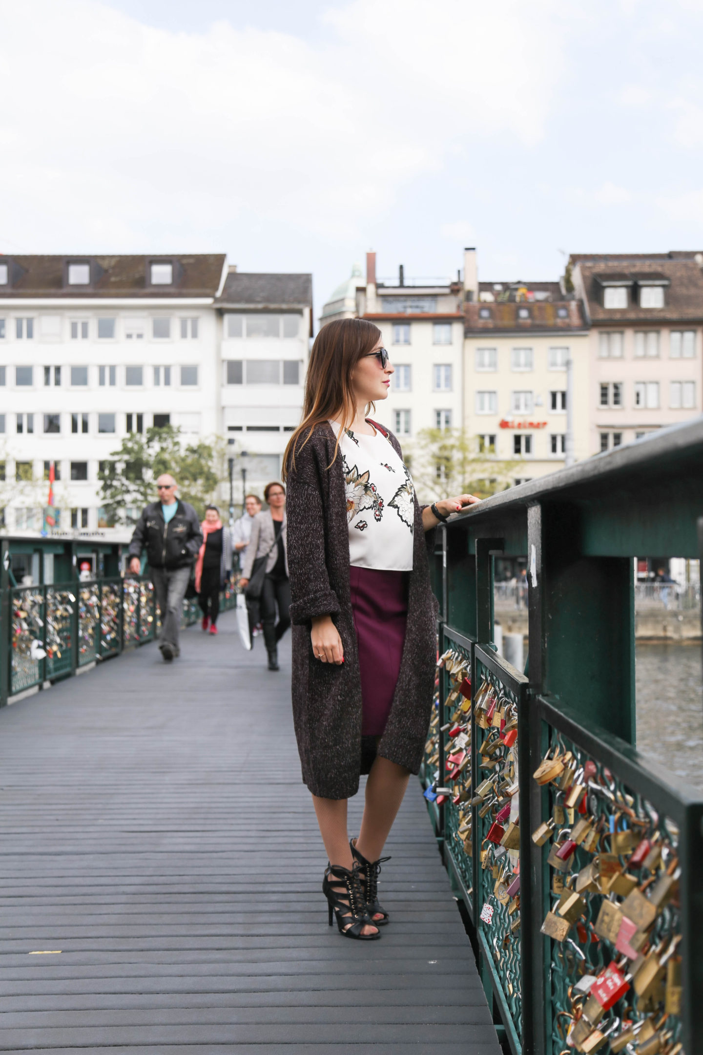 HOW TO WEAR LONG CARDIGAN IN SPRING